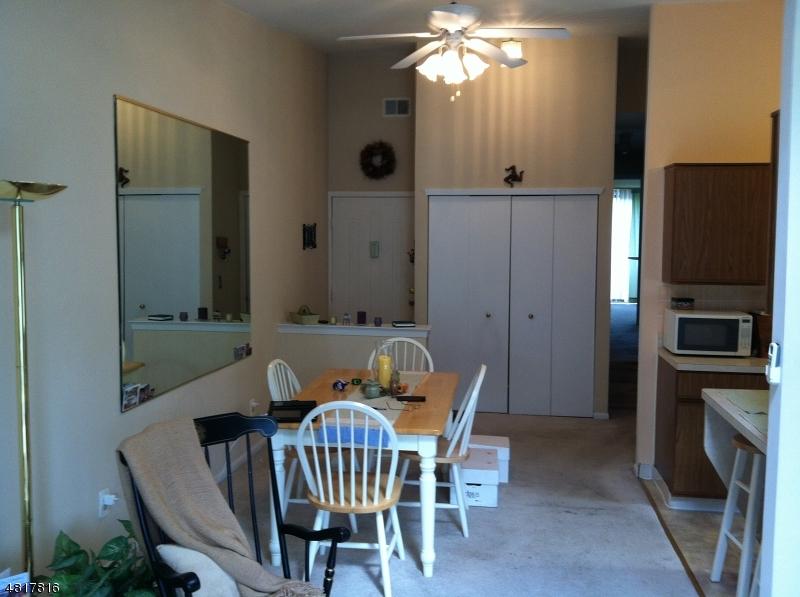 Condominio/ Casa de pueblo por un Venta en 602 SPRUCE HILLS Drive Glen Gardner, Nueva Jersey 08826 Estados Unidos
