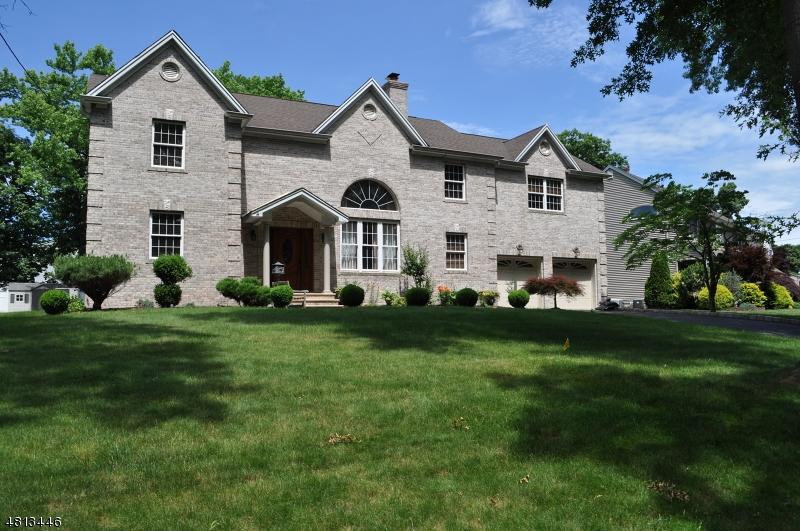 Частный односемейный дом для того Продажа на 70 THOMAS Drive Clark, Нью-Джерси 07066 Соединенные Штаты