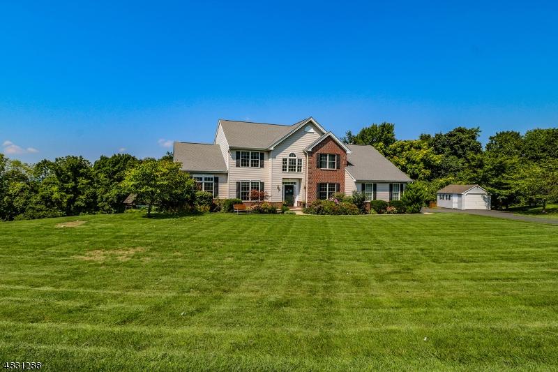 Enfamiljshus för Försäljning vid 126 JUNCTION Road Hampton, New Jersey 08827 Förenta staterna