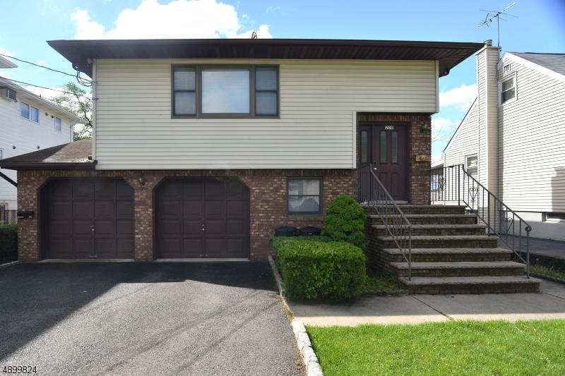 Multi-Family Homes per Vendita alle ore Elmwood Park, New Jersey 07407 Stati Uniti