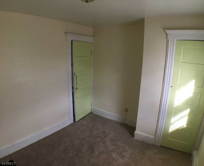 Additional photo for property listing at 105 TRIMBLE Avenue Clifton, New Jersey 07011 Vereinigte Staaten