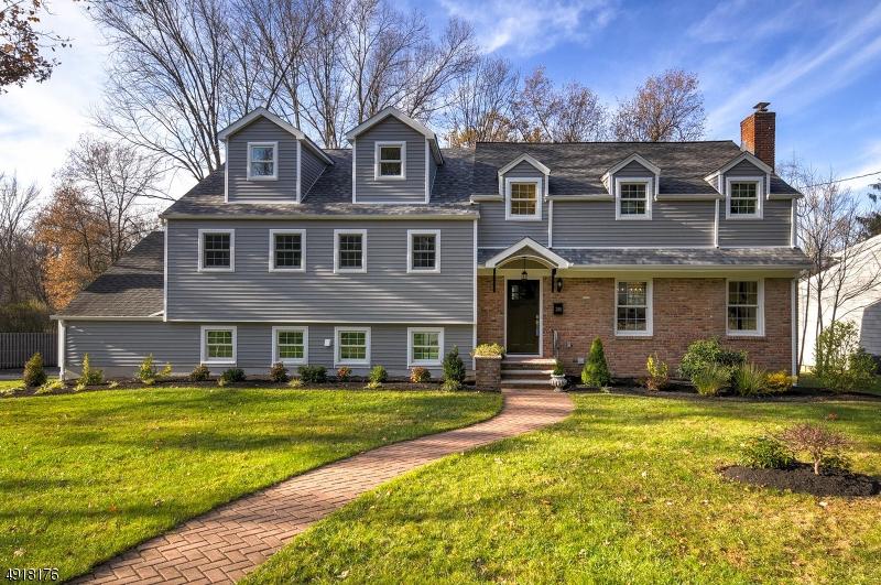 Single Family Homes pour l Vente à New Providence, New Jersey 07974 États-Unis