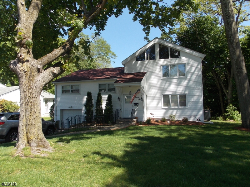 Casa Unifamiliar por un Venta en 26 CORNELL Street West Orange, Nueva Jersey 07052 Estados Unidos