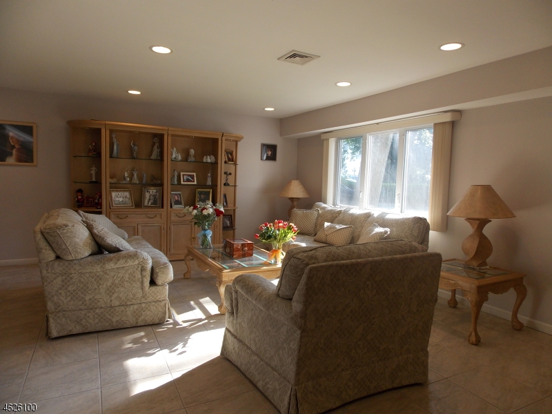 Additional photo for property listing at 26 CORNELL Street  West Orange, Nueva Jersey 07052 Estados Unidos