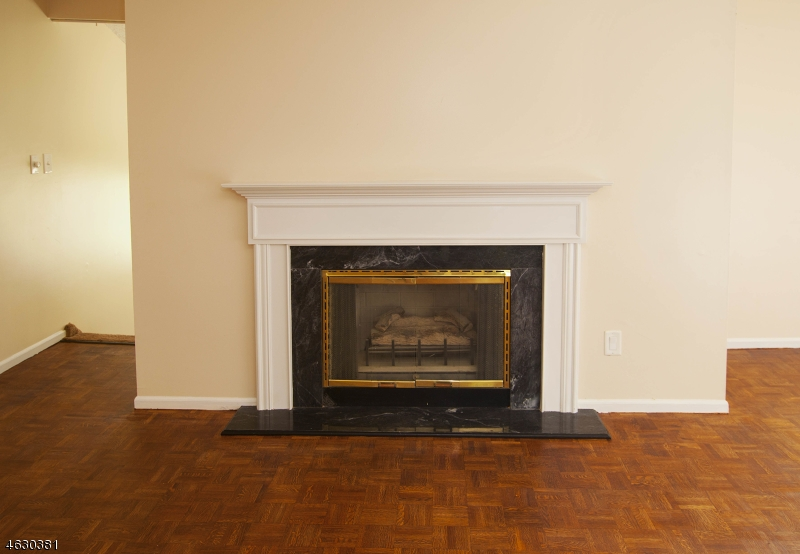 Additional photo for property listing at 20 Kayser Lane  West Orange, New Jersey 07052 United States