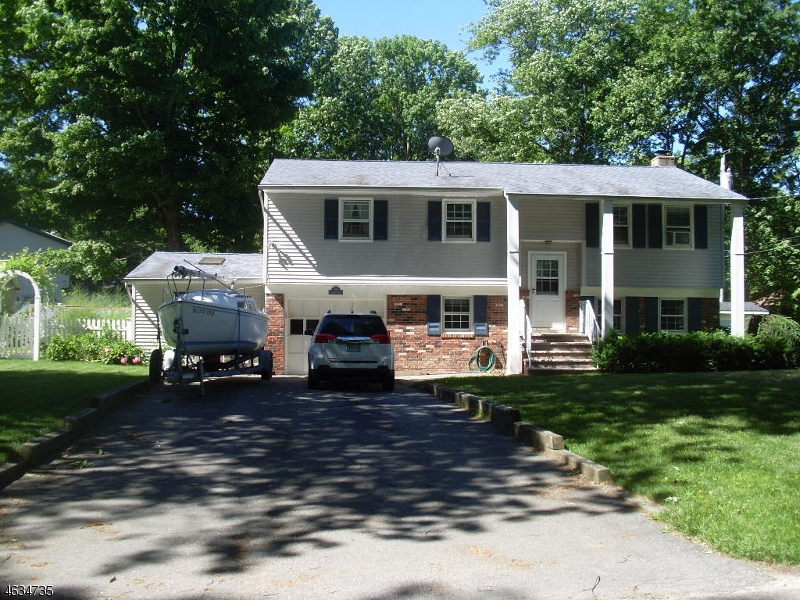 Additional photo for property listing at 33 Evergreen Road  Hewitt, New Jersey 07421 United States