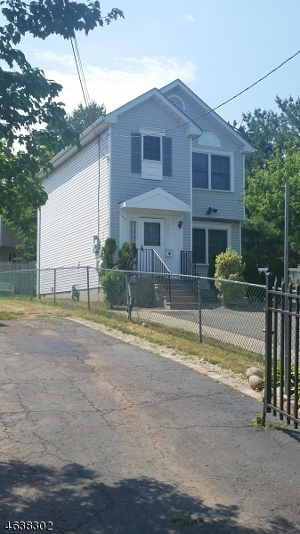 Additional photo for property listing at 463-465 BERGEN Street  Newark, Nueva Jersey 07108 Estados Unidos