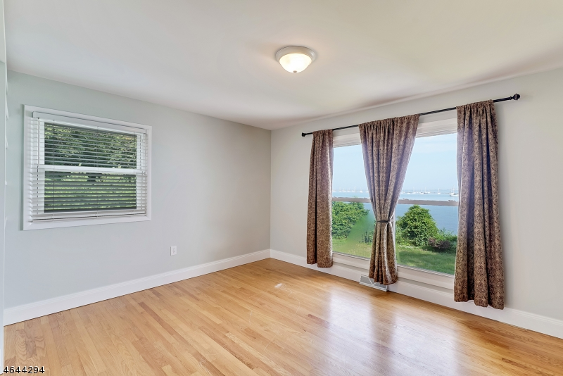Additional photo for property listing at 2 Bayside Drive  Atlantic Highlands, New Jersey 07716 États-Unis