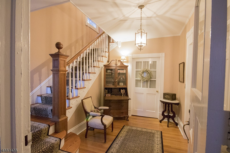 Additional photo for property listing at 13 Colles Avenue  Morristown, New Jersey 07960 États-Unis