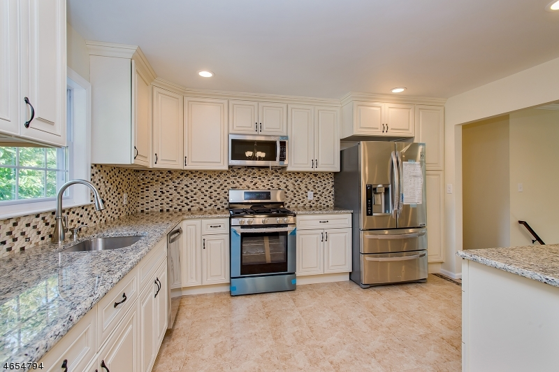 Additional photo for property listing at 1 Pandick Court  Fanwood, New Jersey 07023 United States