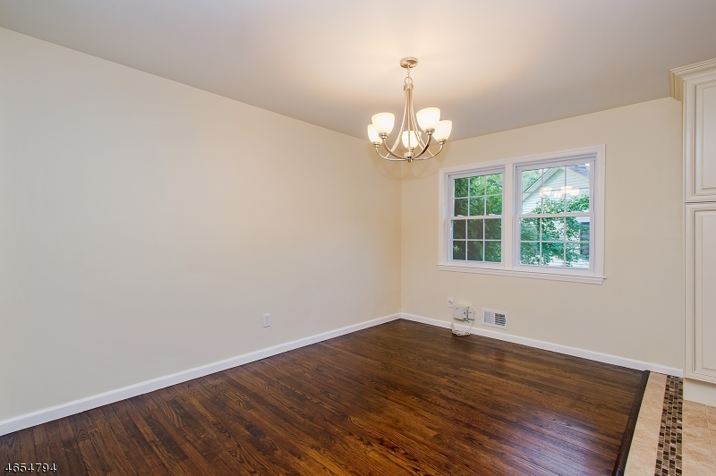 Additional photo for property listing at 1 Pandick Court  Fanwood, New Jersey 07023 États-Unis