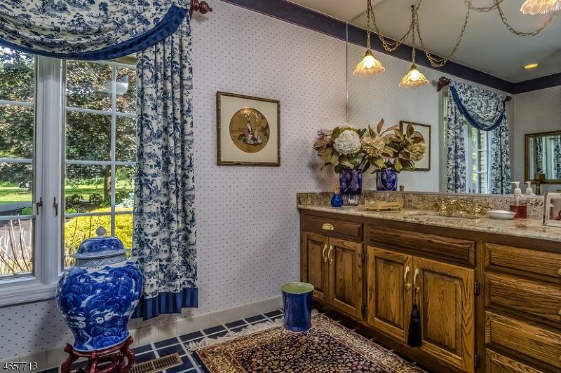 Additional photo for property listing at 14 Doe Run  Pittstown, Нью-Джерси 08867 Соединенные Штаты