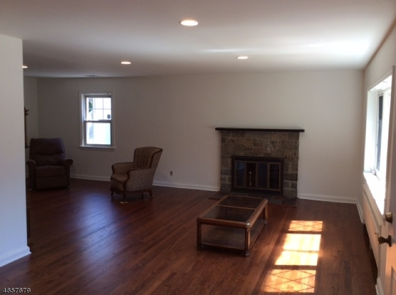 Additional photo for property listing at 39 W Hanover Avenue  Morris Plains, New Jersey 07950 États-Unis