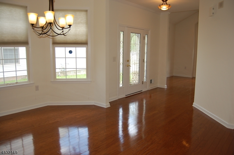 Additional photo for property listing at 27 Hancock Place  Somerset, New Jersey 08873 États-Unis