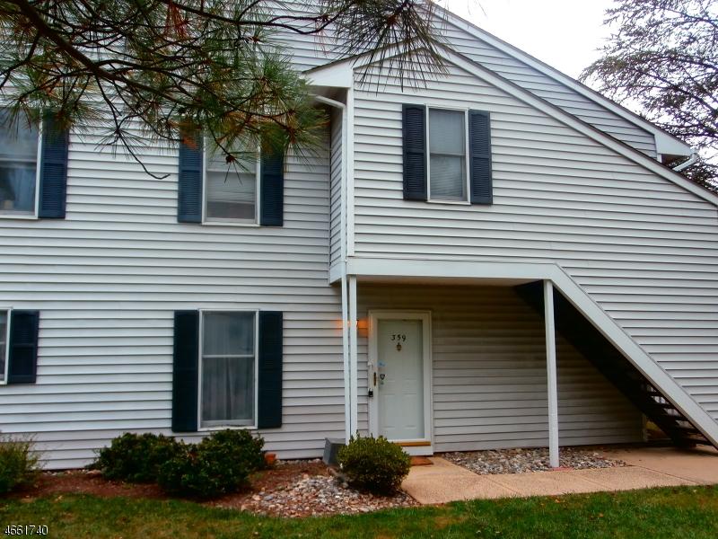 Частный односемейный дом для того Продажа на 359 Burdock Court Three Bridges, Нью-Джерси 08887 Соединенные Штаты