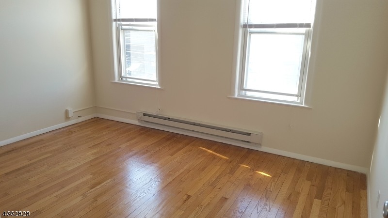 Additional photo for property listing at 177 River Road  Clifton, New Jersey 07014 États-Unis