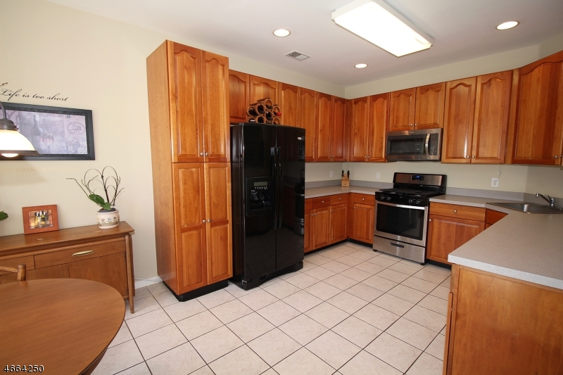 Additional photo for property listing at 34 Windham Court  Flemington, New Jersey 08822 États-Unis