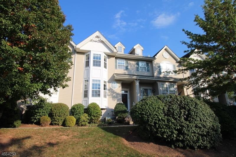 Maison unifamiliale pour l Vente à 34 Windham Court Flemington, New Jersey 08822 États-Unis