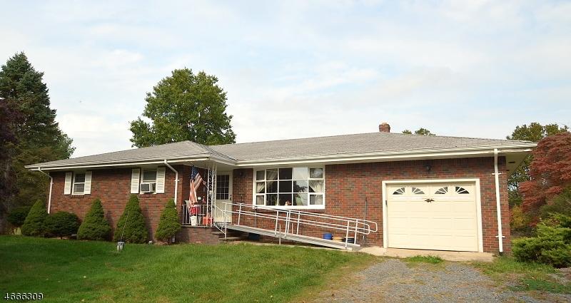 Частный односемейный дом для того Продажа на 677 County Road 513 Pittstown, Нью-Джерси 08867 Соединенные Штаты