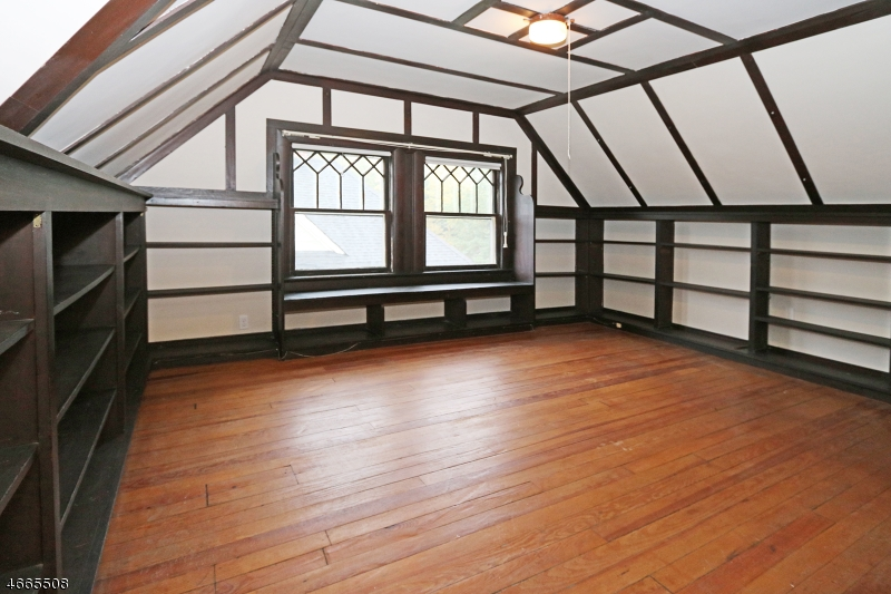 Additional photo for property listing at 214 Lorraine Avenue  Montclair, New Jersey 07043 États-Unis