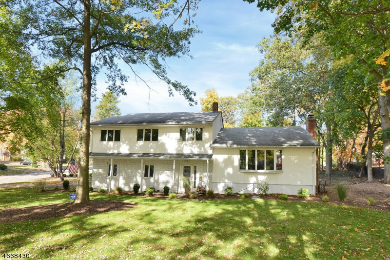 Maison unifamiliale pour l Vente à 14 Cardinal Court Montvale, New Jersey 07645 États-Unis