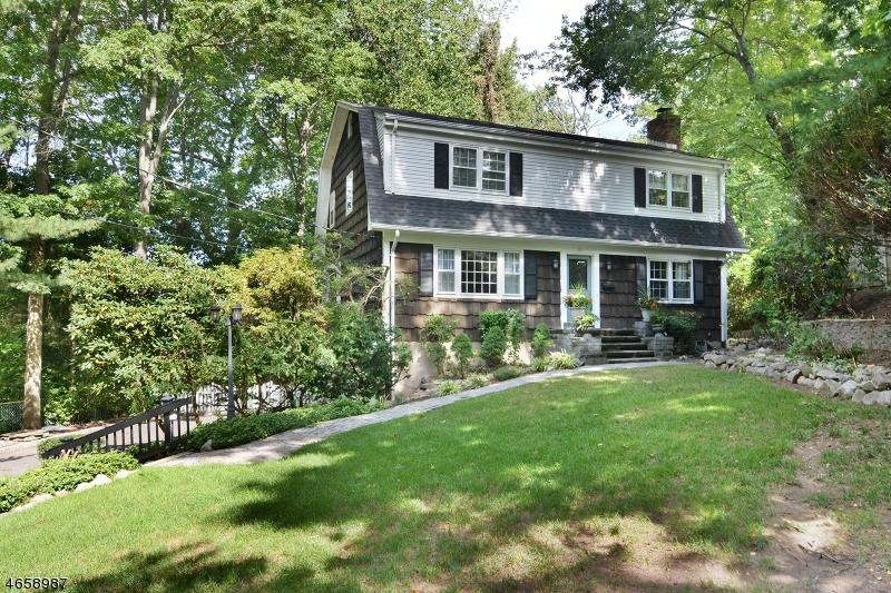 Частный односемейный дом для того Продажа на 85 Abbey Court Ramsey, 07446 Соединенные Штаты