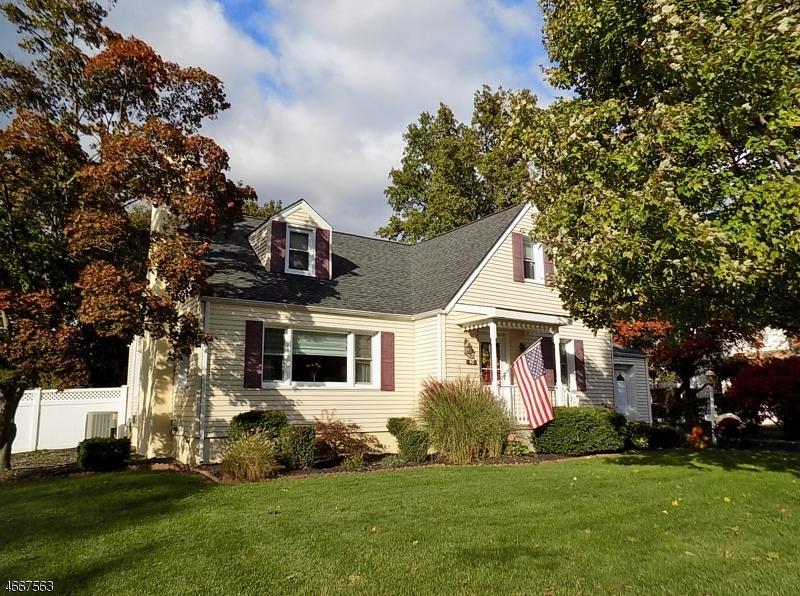 Maison unifamiliale pour l Vente à 40 PROSPECT Avenue Pompton Plains, New Jersey 07444 États-Unis