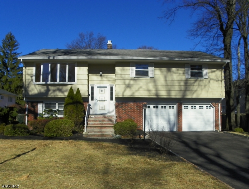 Single Family Home for Sale at 201 S Martine Avenue Fanwood, New Jersey 07023 United States