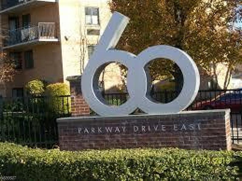 Частный односемейный дом для того Аренда на 60 Parkway Drive East Orange, Нью-Джерси 07017 Соединенные Штаты