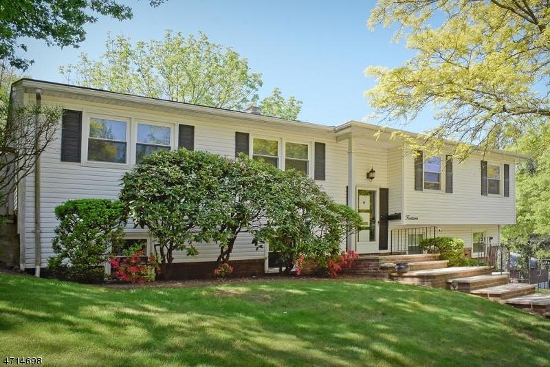 Частный односемейный дом для того Аренда на 14 Rock Spring Avenue West Orange, Нью-Джерси 07052 Соединенные Штаты