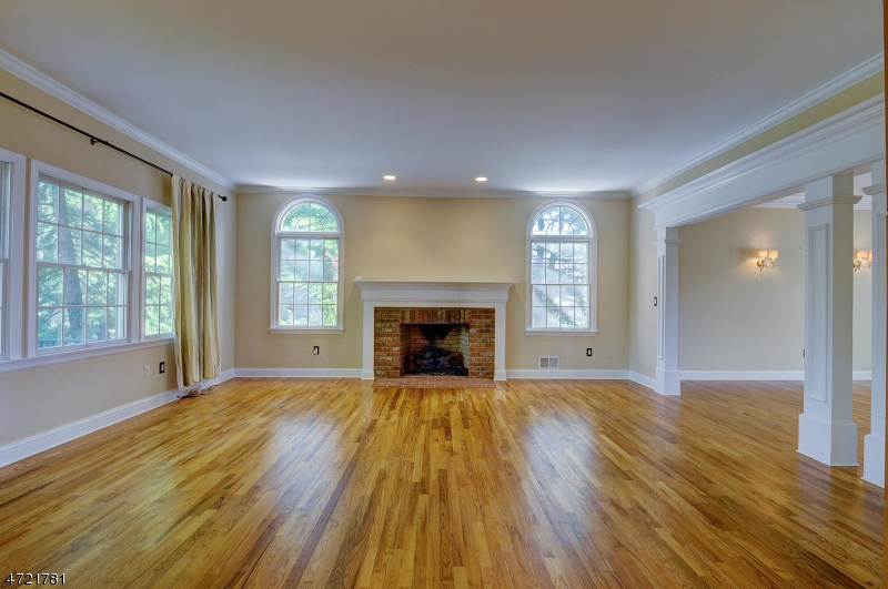 Additional photo for property listing at 8 MAX PLACE  Westfield, New Jersey 07090 Verenigde Staten