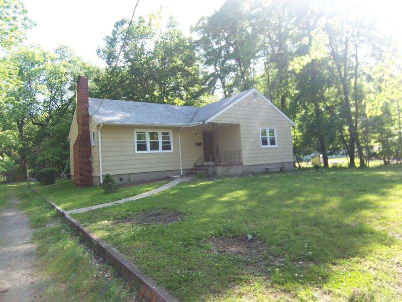 Частный односемейный дом для того Аренда на 19 Roosevelt Street Pequannock, Нью-Джерси 07440 Соединенные Штаты