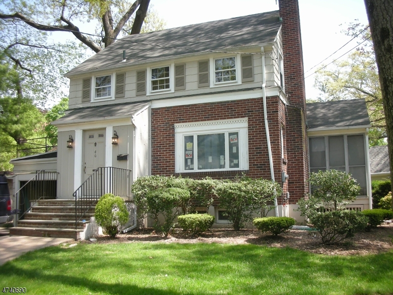 Частный односемейный дом для того Аренда на 40 Amherst Court Glen Rock, Нью-Джерси 07452 Соединенные Штаты