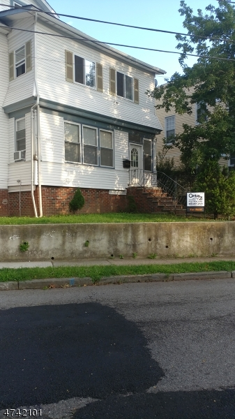 Частный односемейный дом для того Аренда на 50 Lenox Avenue Irvington, Нью-Джерси 07111 Соединенные Штаты