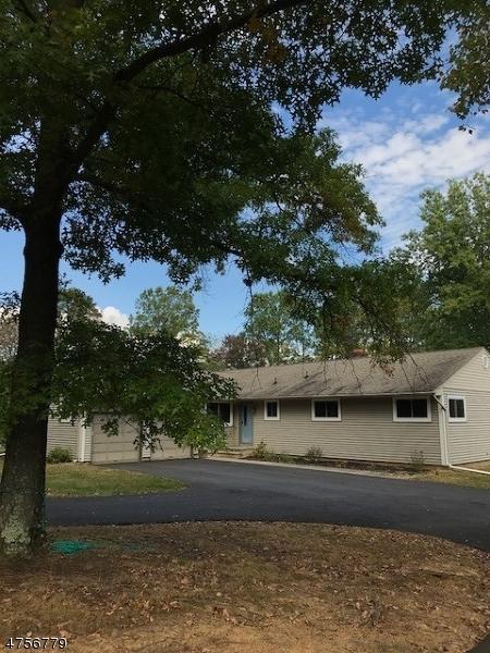 Casa Unifamiliar por un Alquiler en 33 Longview Road Tewksbury Township, Nueva Jersey 08833 Estados Unidos