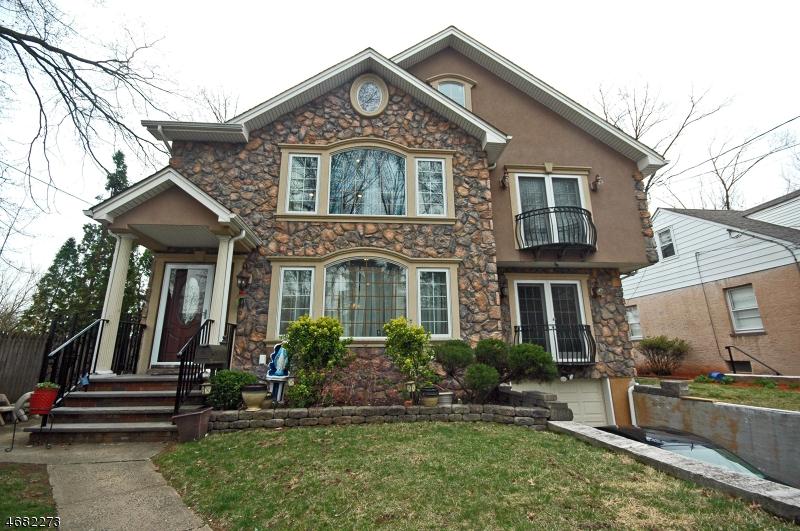 Maison unifamiliale pour l Vente à 181 Sandford Avenue North Plainfield, New Jersey 07060 États-Unis