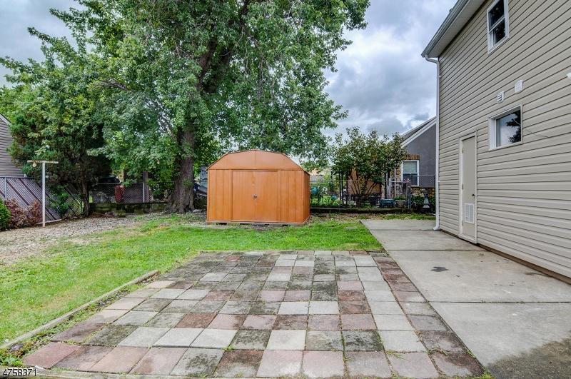 Additional photo for property listing at 80 Marion Street 80 Marion Street Carteret, Nueva Jersey 07008 Estados Unidos