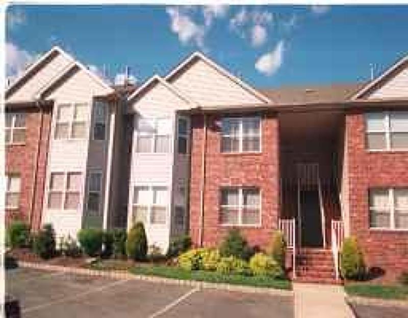 Casa Unifamiliar por un Alquiler en 12 Claire Court East Hanover, Nueva Jersey 07936 Estados Unidos