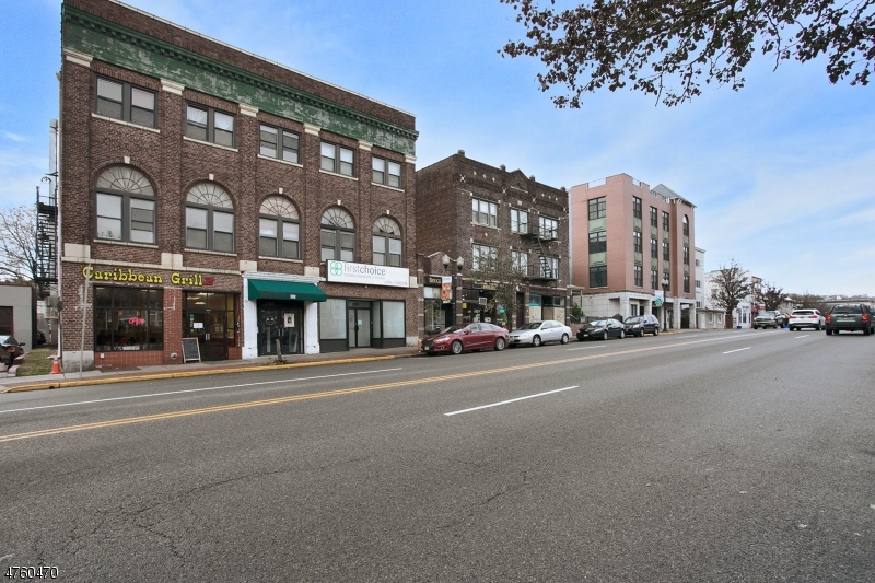 Commercial للـ Sale في 180 Bloomfield Avenue 180 Bloomfield Avenue Montclair, New Jersey 07042 United States