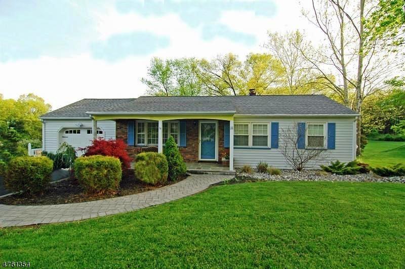 Nhà ở một gia đình vì Bán tại 21 Huyler Road Branchburg, New Jersey 08876 Hoa Kỳ