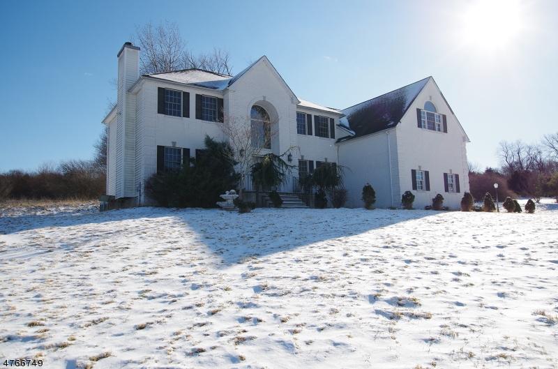 Einfamilienhaus für Verkauf beim 3 Brecia Court 3 Brecia Court Andover Township, New Jersey 07848 Vereinigte Staaten