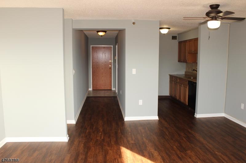 Casa Unifamiliar por un Alquiler en 300 Main St, Unit 304 Little Falls, Nueva Jersey 07424 Estados Unidos