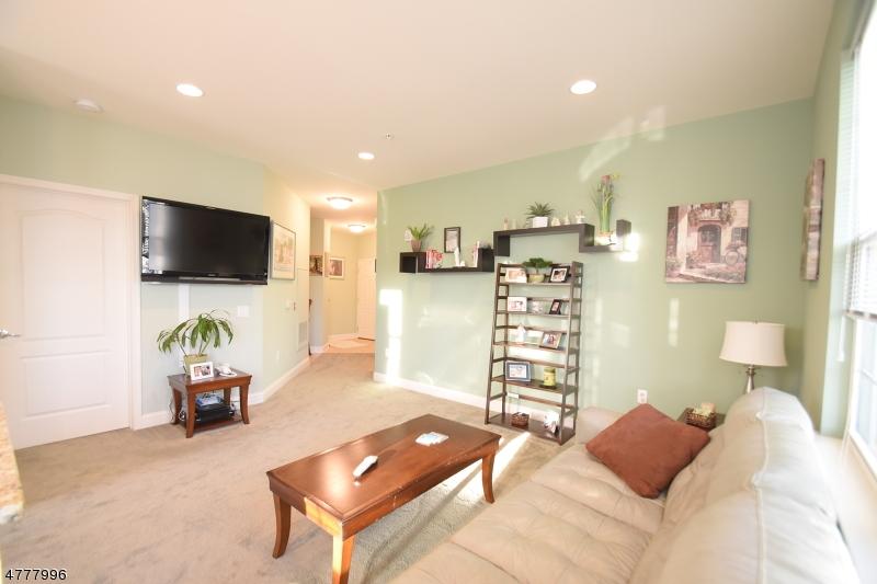 独户住宅 为 销售 在 4304 Ramapo Court 里弗代尔, 新泽西州 07457 美国