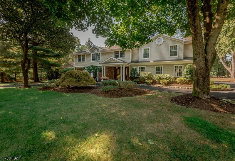 Casa Unifamiliar por un Venta en 4 Little Falls Way Scotch Plains, Nueva Jersey 07076 Estados Unidos