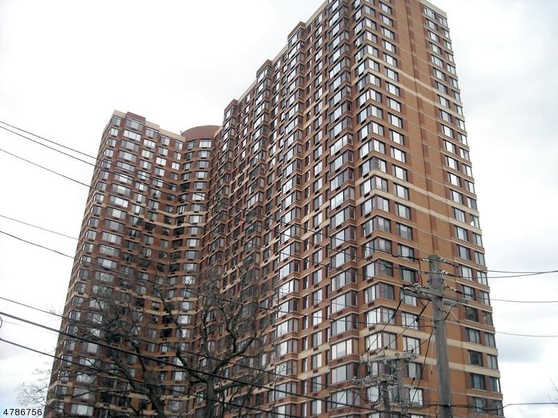Частный односемейный дом для того Аренда на 100 Old Palisade Rd, 2102 Fort Lee, Нью-Джерси 07024 Соединенные Штаты