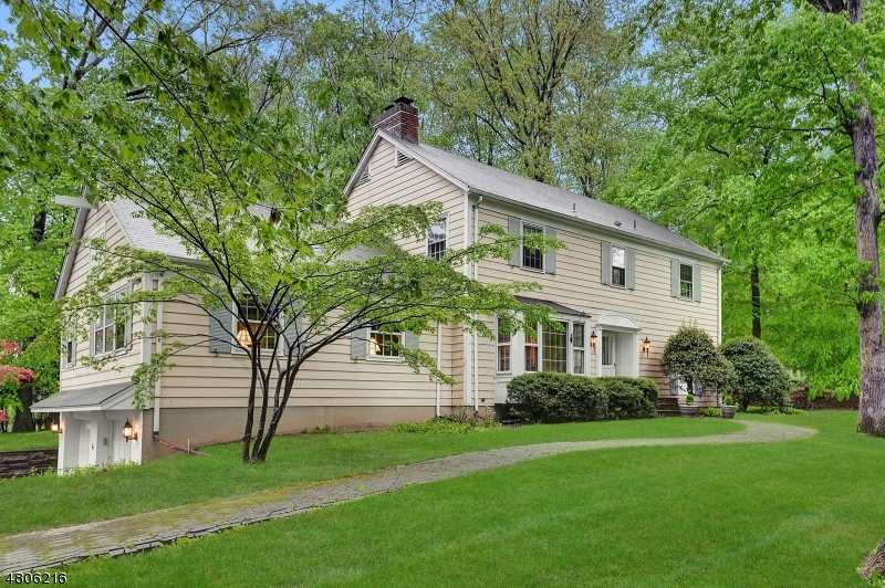Single Family Home for Sale at 4 Highview Ter 4 Highview Ter Upper Saddle River, New Jersey 07458 United States