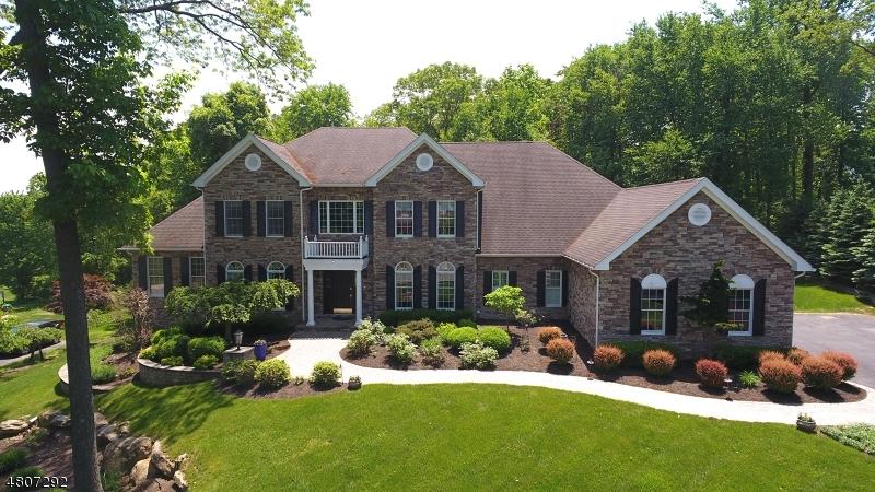 Maison unifamiliale pour l Vente à 23 Sovereign Drive Mount Olive, New Jersey 07836 États-Unis
