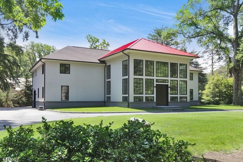 Nhà ở một gia đình vì Bán tại 2 FOREST WAY West Orange, New Jersey 07052 Hoa Kỳ