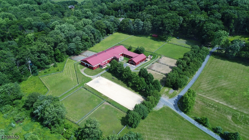 Maison unifamiliale pour l Vente à 29 Sutton Road Tewksbury Township, New Jersey 08833 États-Unis