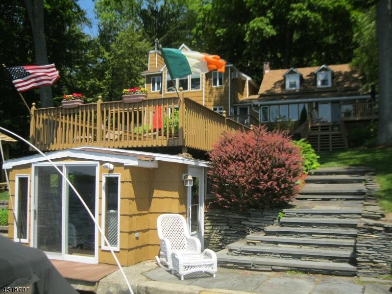 Частный односемейный дом для того Продажа на 94 LOWER NORTH SHORE Road Frankford Township, Нью-Джерси 07826 Соединенные Штаты
